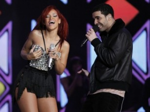 Rihanna-Drake-Perform-2011-NBA-All-Star-Game-500x336