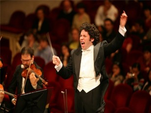 Gustavo_Dudamel_091020photo20credit20Sylvia20Lelli
