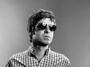 Noel-Gallagher-ray-ban-rb3136-2