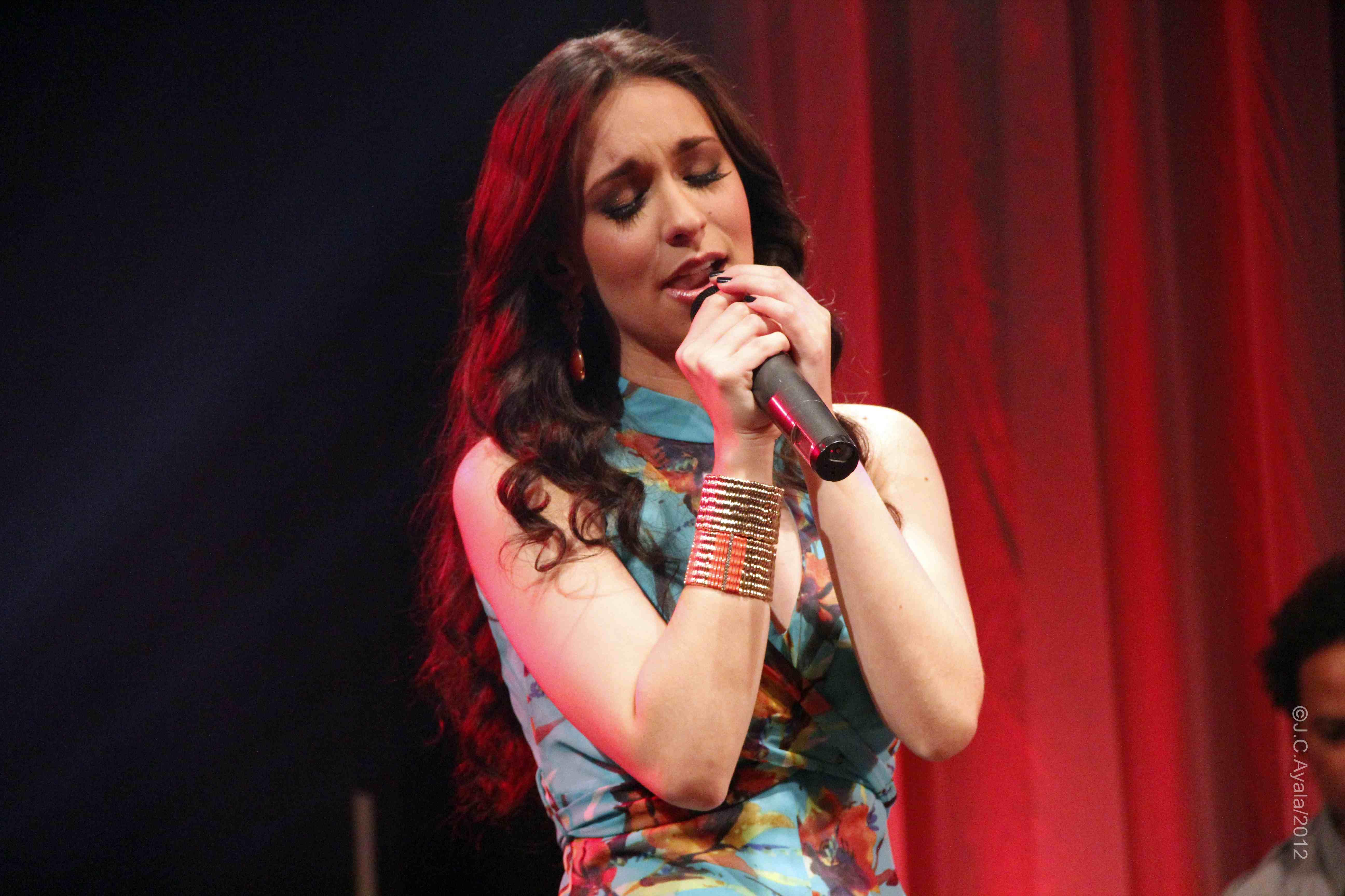 "imagen Anais Vivas estrena video de ""Nada Mejor Que Tú"""