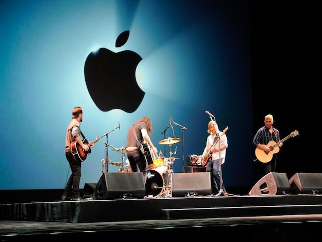 imagen Foo Fighters se presentó ayer en la conferencia de Apple (Video)