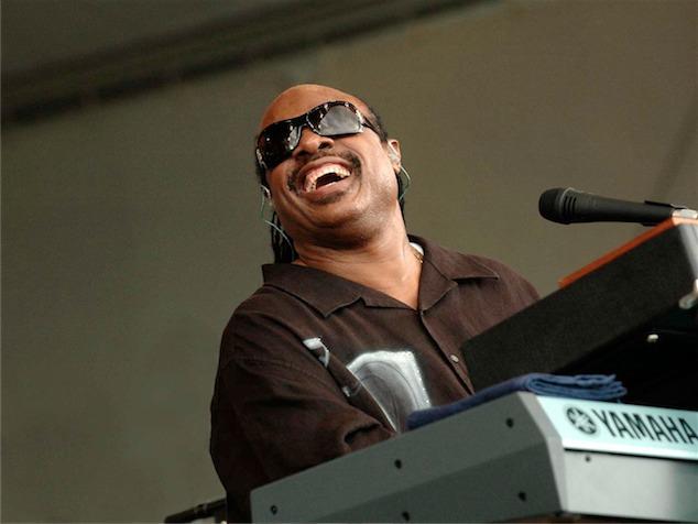 imagen Stevie Wonder parapetea comentarios sobre sexualidad de Frank Ocean