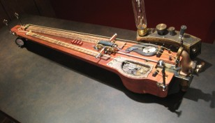 7d9887-steampunk-guitar01