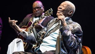 bb-king-durante-su-presentacion-en-le-grand-rex-club-de-paris-el-9-de-julio