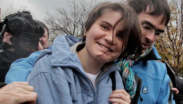 imagen Liberan a una de las integrantes de Pussy Riot