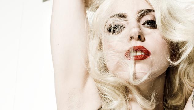 imagen Nueva canción de Lady Gaga debuta en show de moda en París