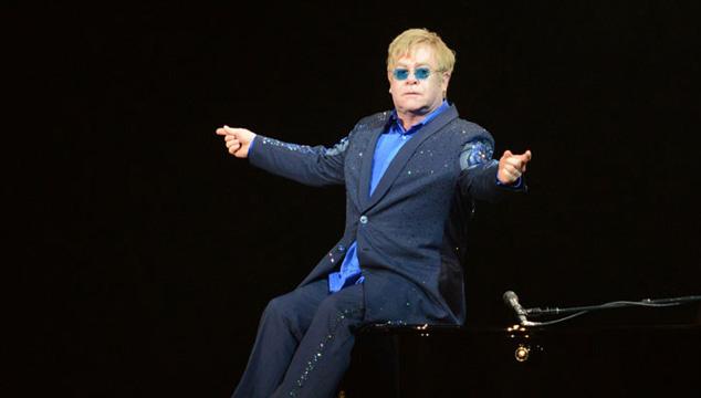 imagen Elton John causa polémica en China