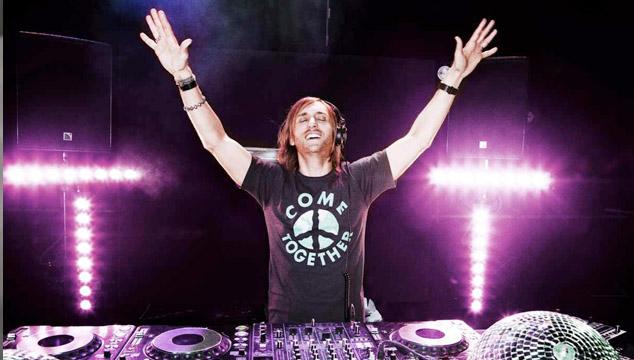 """imagen David Guetta no solo """"presiona play"""" en sus shows"""