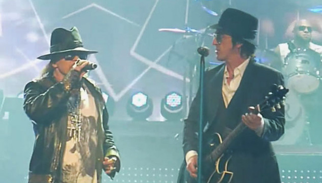 imagen Izzy Stradlin se reencuentra con Guns N' Roses en Las Vegas (VIDEO)