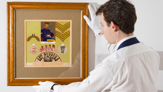 """imagen El collage del """"Sgt Pepper's"""" de los Beatles vendido por 87.704 dólares"""