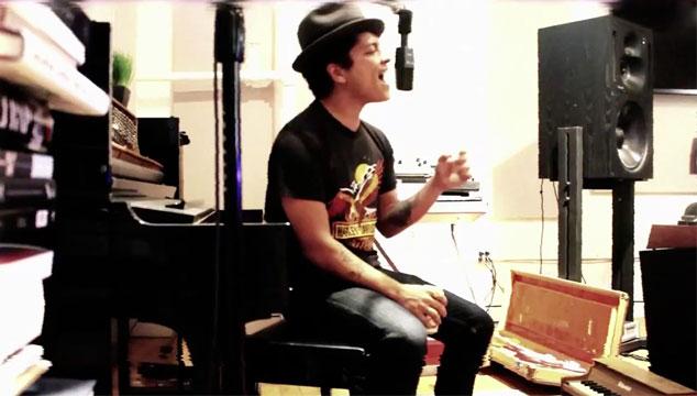 imagen Bruno Mars nos muestra el proceso de grabación de su nuevo álbum (VIDEO)