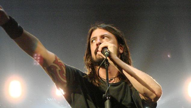 imagen Dave Grohl no se ira de gira con Queens Of The Stone Age