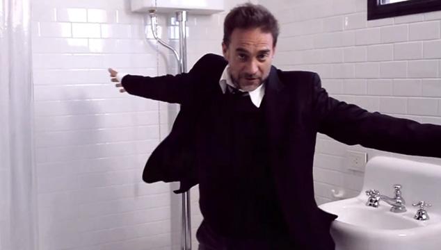 imagen NUEVO VIDEO: Vicentico ahora baila solo en los baños