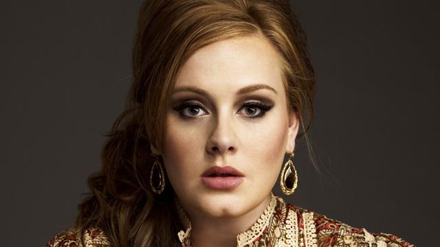 imagen Adele podría enfrentar una multa por no registrar a su bebé