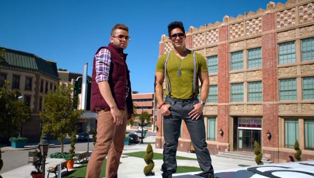 imagen Chino y Nacho vuelven con un video lleno de color y romanticismo
