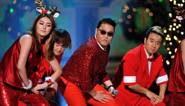 """imagen Psy cantó la versión navideña de """"Gangnam Style"""" para Obama"""