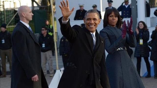imagen Obama baila salsa en el desfile de investidura (VIDEO)
