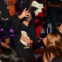 drake-strip-club-money-photos-07-480w
