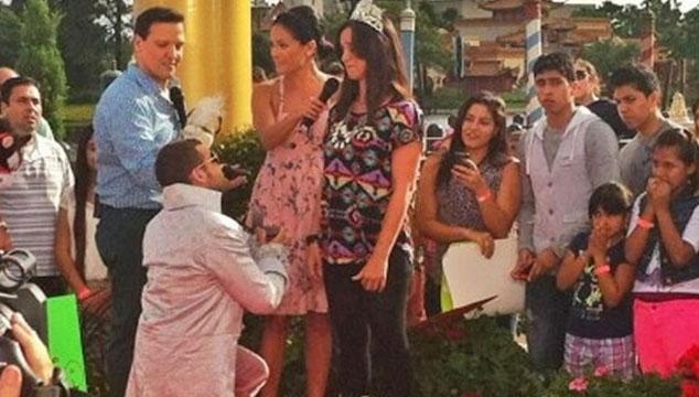 imagen Nacho le propone matrimonio a su novia en Disney