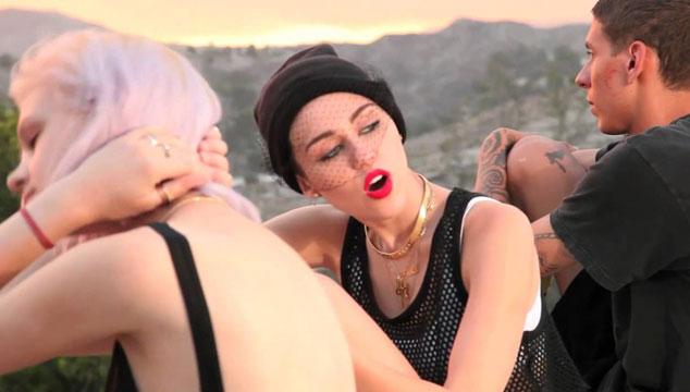 """imagen Miley Cyrus presenta dos avances de su video """"We Can't Stop"""""""
