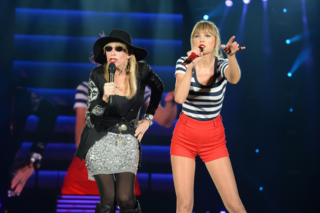 imagen Taylor Swift cantó junto a Carly Simone en concierto