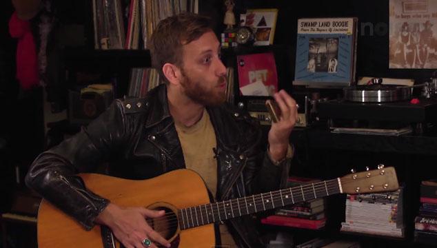 imagen Dan Auerbach de The Black Keys se divorcia y pierde el cabello de Bob Dylan