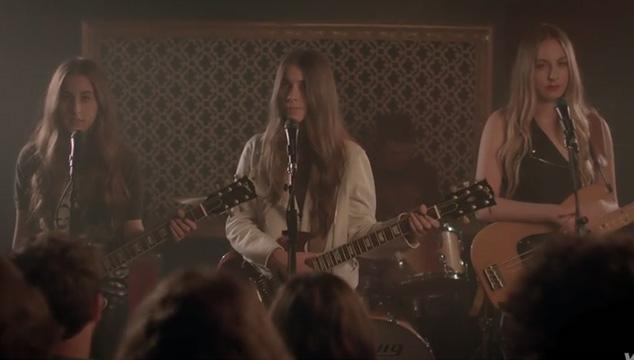 """imagen Las hermanas HAIM rompen corazones en su nuevo video: """"The Wire"""""""