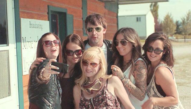 "imagen James Blunt lanza video de ""Bonfire Heart"""