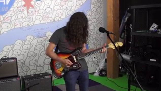 imagen Kurt Vile versiona a Nine Inch Nails con una guitarra, un teclado y un iPod (VIDEO)