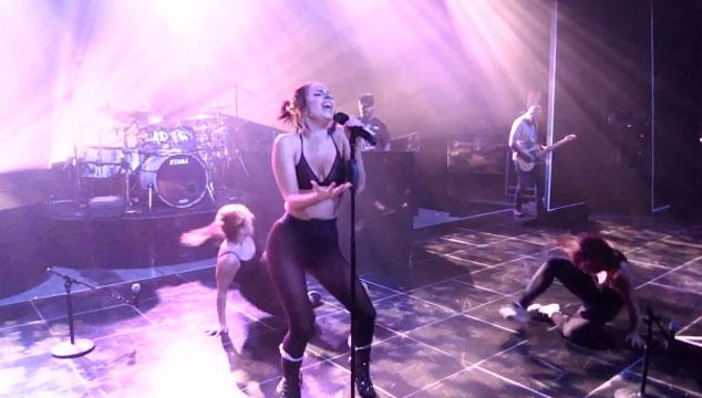 imagen Lady Gaga muestra dos nuevas canciones en ensayo (VIDEO)