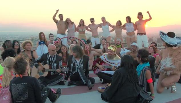 imagen Moby estrena adelanto acústico de su nuevo sencillo junto a Wayne Coyne de The Flaming Lips (VIDEO)