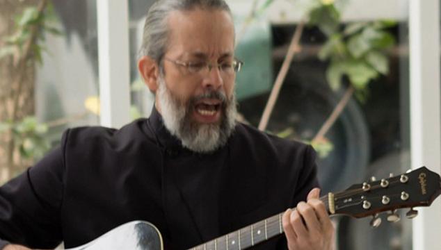 imagen ¿Un sacerdote con una banda de rock? En Venezuela hay uno…