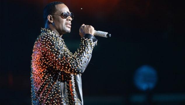 """imagen R. Kelly estrena nueva y polémica canción titulada """"Tear it Up"""""""