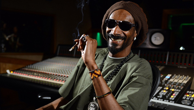 imagen WTF: Snoop Dogg vende un porro de oro VIRTUAL a 100 dólares