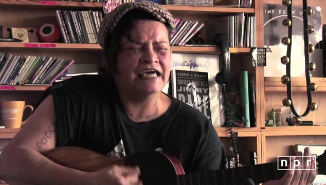 imagen Yva Las Vegass, la venezolana que tuvo una banda con el bajista de Nirvana ahora anda en esto