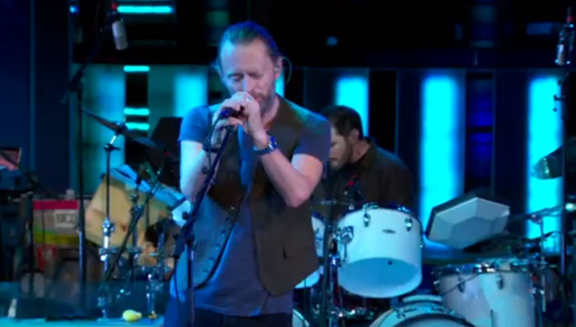 imagen Atoms For Peace toca dos temas en 'The Daily Show with Jon Stewart' (VIDEOS)