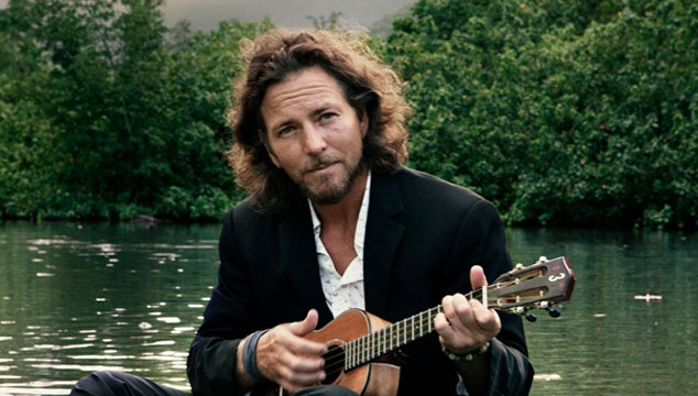 """imagen Eddie Vedder y Neil Finn versionan """"Throw Your Arms Around Me"""" (AUDIO)"""