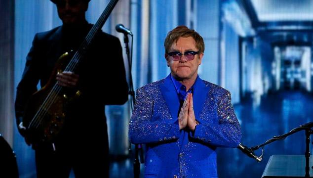 imagen El tributo de Elton John a Liberace en los Emmys 2013 (VIDEO)