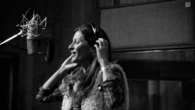 "imagen La modelo Gisele Bündchen versiona ""All Day And All of The Night"" de The Kinks (VIDEO)"
