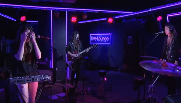 "imagen Escucha completo 'Days Are Gone', el disco debut de HAIM y su cover a ""Wrecking Ball"" de Miley Cyrus (VIDEO)"