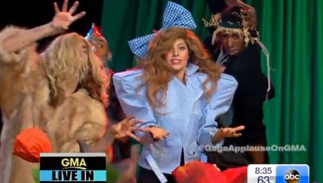 imagen Lady Gaga se convierte en Dorothy de 'El Mago de Oz'