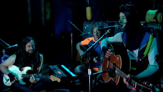 imagen MGMT toca dos temas en el programa de Jimmy Fallon vestidos de buzos (VIDEOS)