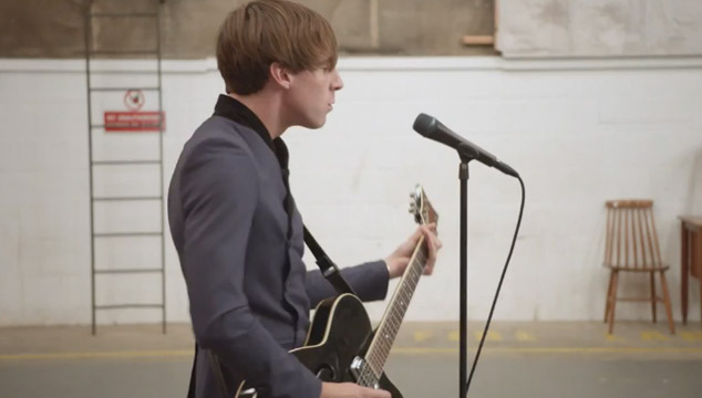 "imagen Miles Kane estrena el videoclip para ""Better Than That"""