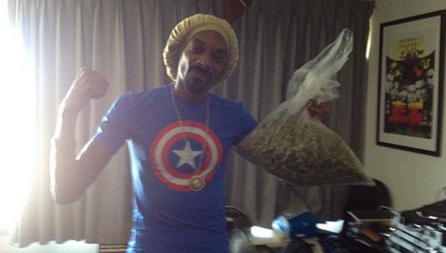 imagen (FOTO) Snoop Lion se ganó medio kilo de monte en una apuesta