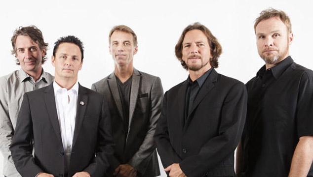 imagen Pearl Jam revela arte y tracklist de su nuevo disco 'Lightning Bolt'