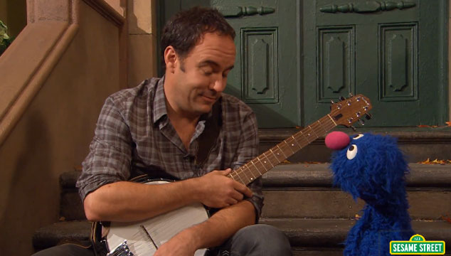 imagen Dave Matthews visita 'Plaza Sésamo' para tocar una canción (VIDEO)