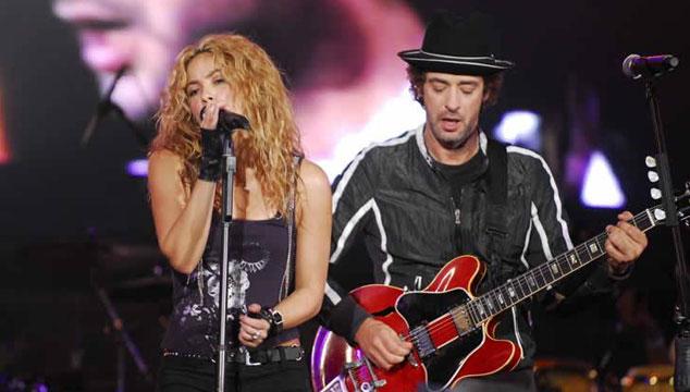 """imagen Shakira a Gustavo Cerati: """"Aún nos queda la canción más importante por hacer"""""""