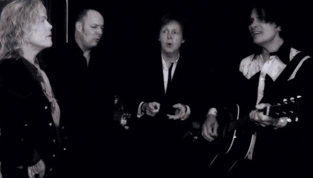 "imagen Paul McCartney publica video tocando una versión acústica e improvisada de ""New"""