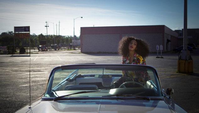 "imagen ""Lovers in the parking lot"", nuevo video de Solange, la hermana de Beyoncé"