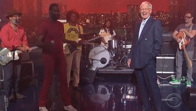 imagen TV on the Radio toca en Late Show y David Letterman se vuelve loco (VIDEO)